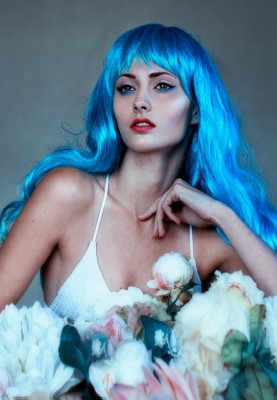 Colourful hair and flowers photo shoot - Blue hair