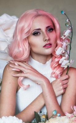 Colourful hair and flowers photo shoot - Pink hair